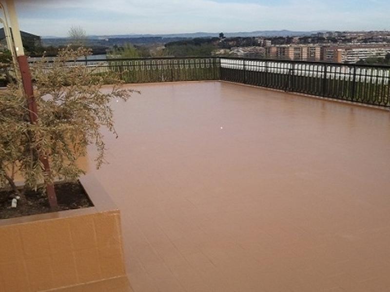 Pavimento terrazzo in resina pavimenti in resina pro e for Pavimento in resina pro e contro
