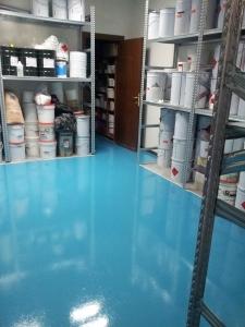 resina pavimento industriale antisdrucciolo